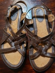 Born B.O.C. brown leather sandals sz 6